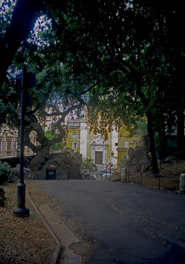 Piazza Gramsci, un tempo piazza d'Armi e giardino del Principe - Scalinata