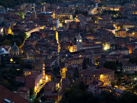 Carrara - veduta notturna centro storico
