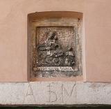 Carrara - Icona marmorea in centro storico