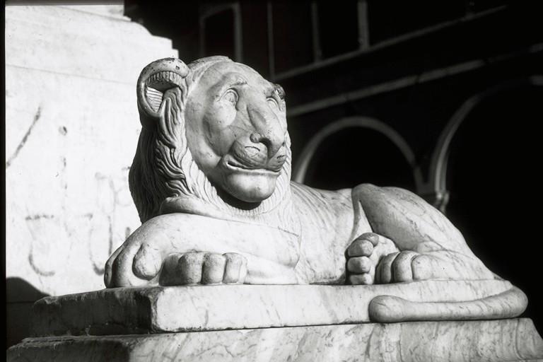 Piazza Alberica - Fontana della Beatrice (particolare)