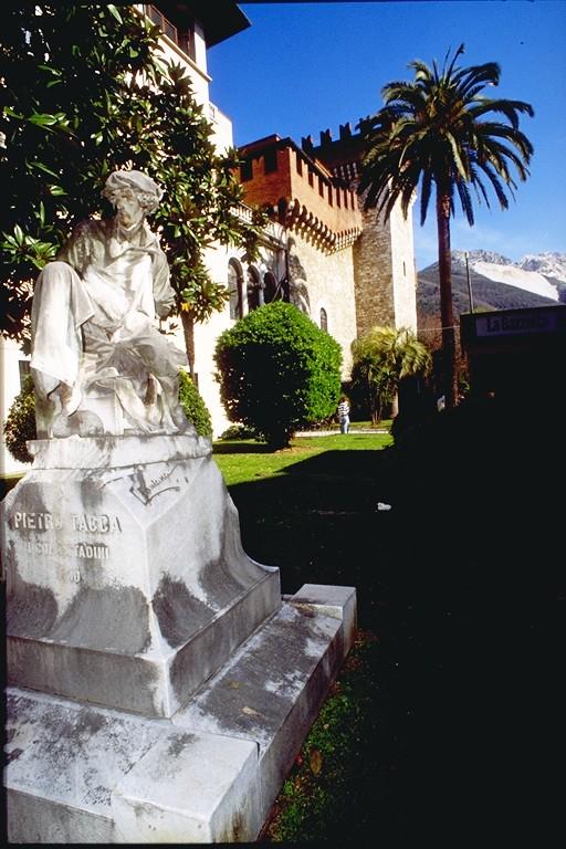 Carrara - Monumento a Pietro Tacca